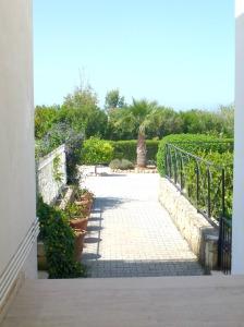 Garden - communal entrance