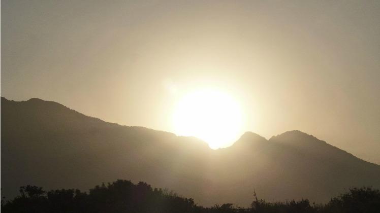 Mountains & Sun 1